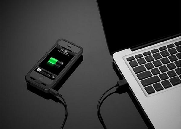 现在各种各样的手机壳数不胜数,然而 PocketPlug 这款仅适用于 iPhone 5 的创意手机壳设计产品显得强大了许多,它可以让你的智能手机不必利用电源线就可以直接插在墙上的插座上进行充电,十分的便捷和方便。虽然十一假期就要结束了,全当为下一次的旅行做好准备吧。